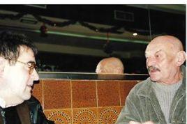 """Foto de 1996, en la que estoy con mi querido amigo el gran poeta y buena persona: José Hierro (Premio Cervantes), en el bar-cafetería """"La Moderna"""", en Madrid; local donde Hierro iba casi todos los días a escribir y tomar sus copas de anís, ya que tenía la peculiaridad de no poder escribir en su casa. Esa misma tarde, sobre el viejo velador en el que estábamos charlando y bebiendo, me hizo dos dibujos titulados :""""Autorretrato con Chinchón"""" y """"Sin Titulo"""", realizados con su pluma estilográfica y coloreados con anís de la marca """"Chinchón"""", obras únicas y originales, que me regaló y que tengo enmarcadas en mi piso. www.joaquinbrotons.com"""