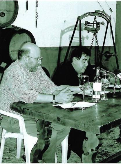 """J. Brotóns impartiendo la conferencia: """"El vino de Valdepeñas en las tabernas de Madrid"""", en la Bodega-Museo de Valdepeñas (Castilla.La Mancha)"""